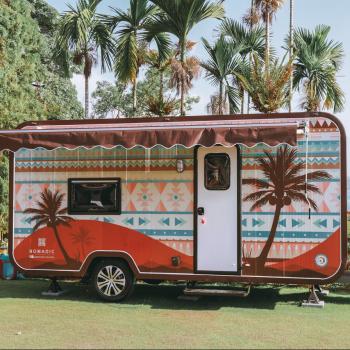 湖畔露營車