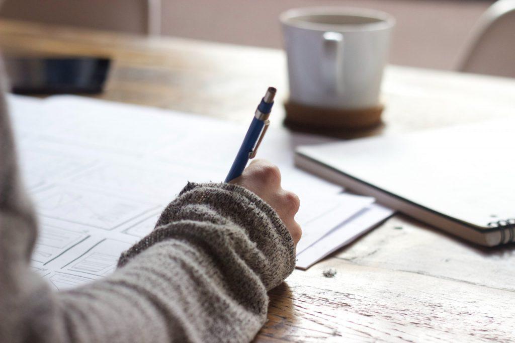 建議同學們於雅思考試前,花一點錢參加補習班的雅思紙筆仿真模考,增加考試成功率。